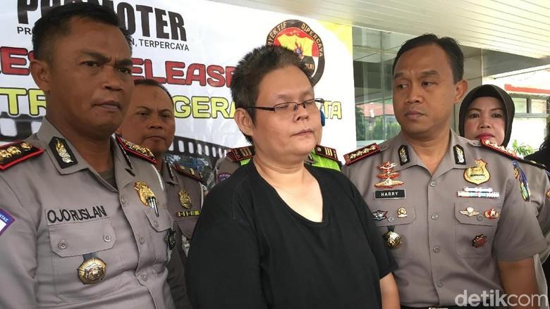 Untung Terobos Penjagaan Petugas Saat - Jakarta Media sosial dihebohkan oleh aksi Untung yang nekat menerobos penjagaan Untung gagal ditilang saat razia lantaran petugas
