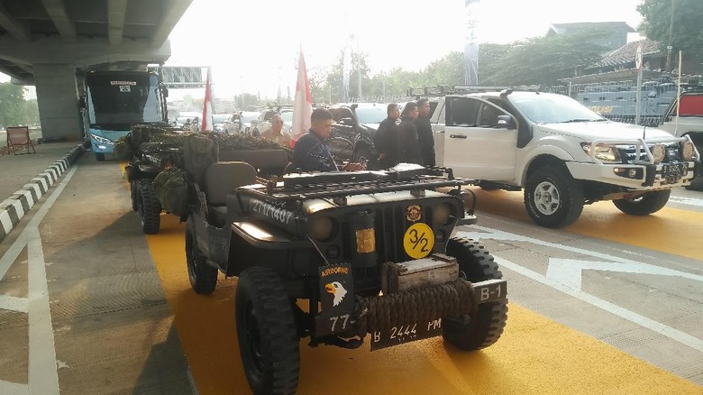 Jajal Tol Jokowi Konvoi Naik - Jakarta Presiden Joko Widodo akan konvoi naik jeep saat menjajal Tol Melayu seksi dan sepanjang Sejumlah mobil jeep