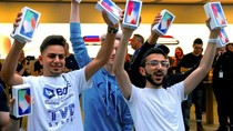 Sindiran Pedas Buat Anak Muda yang Antre iPhone X