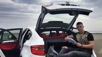 Potret Anak-Anak Tajir Albania, Pamer Mobil Mewah Hingga Mandi Uang