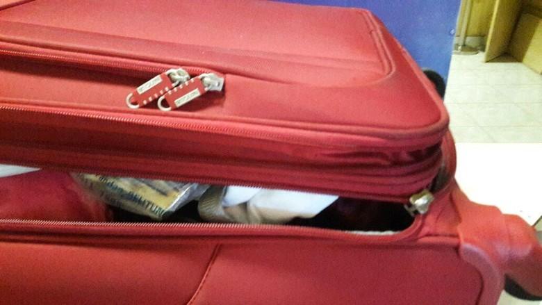 Penumpang Lion Air Kopernya Rusak - Palembang Mustikawati penumpang pesawat Lion Air tujuan kesal usai mendarat di Bandara Sultan Mahmud Badaruddin II Kopernya dalam