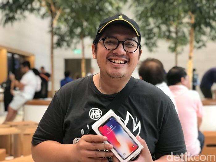 Adhit mengejar iPhone X ke Singapura (Foto: Adi Fida Rahman/detikINET)