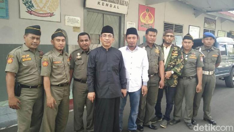 Ini Cerita Tokoh NU yang - Jakarta Tiga petani Kendal Nur Sutrisno dan divonis tahun Petani yang juga dikenal sebagai aktivis kontra Pabrik Semen