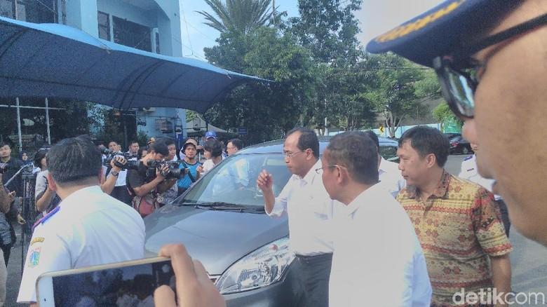 Menhub Tinjau Pelaksanaan Uji Kir - Jakarta Menteri Perhubungan Budi Karya Sumadi meninjau pelaksanaan uji kir mitra pengemudi taksi Pelaksanaan uji kir itu dilakukan