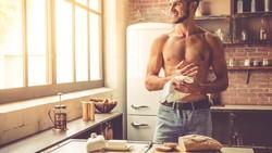 Banyak pria paruh baya yang frustrasi karena gagal meratakan perut. Biar tak stres, ada baiknya mengintip keseharian para pemilik perut sixpacks.