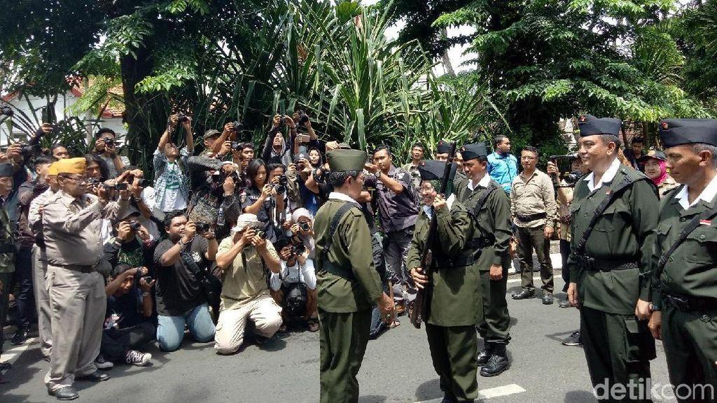 Warga Surabaya Berjubel Lihat Parade Juang 10 November