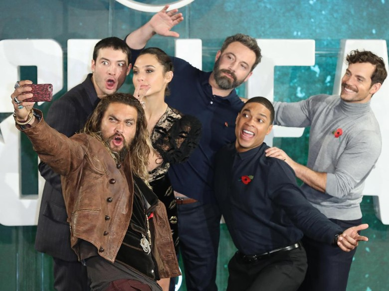 Justice League Belum Sempurna, Namun Menyenangkan untuk Ditonton