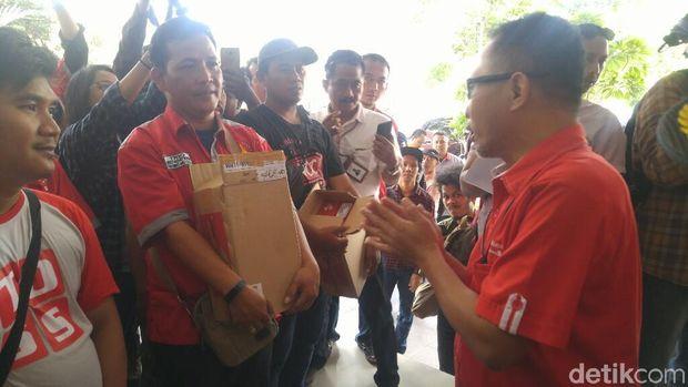Aksi penjual SIM Card di Semarang.