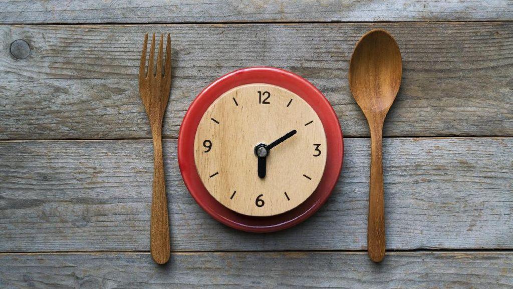 Sedang Diet? Jangan Makan Malam Lewat Pukul 7 Ya!