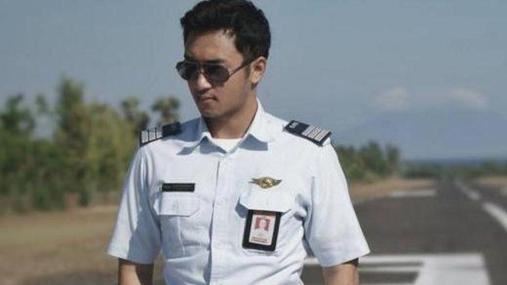Pilot Ganteng Mantan Kekasih Kahiyang, Model Seksi Bersuara Soal Katalog Alexis