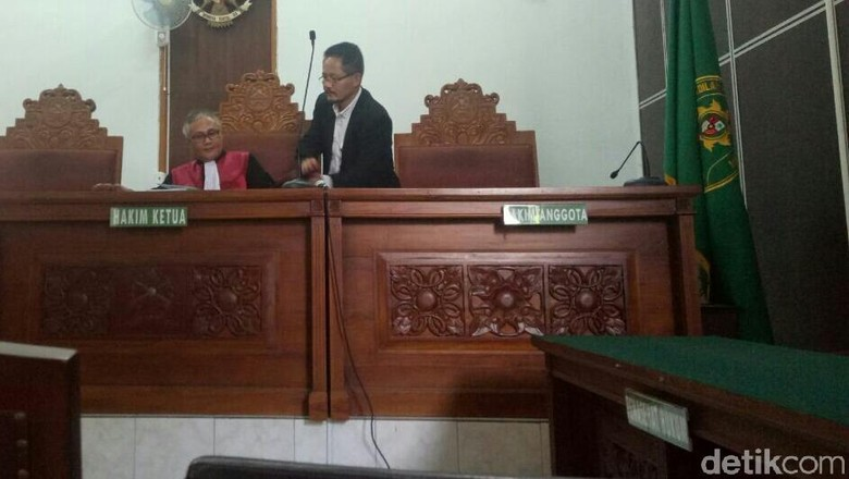 KPK Belum Siap, Praperadilan Walkota Batu Nonaktif Ditunda