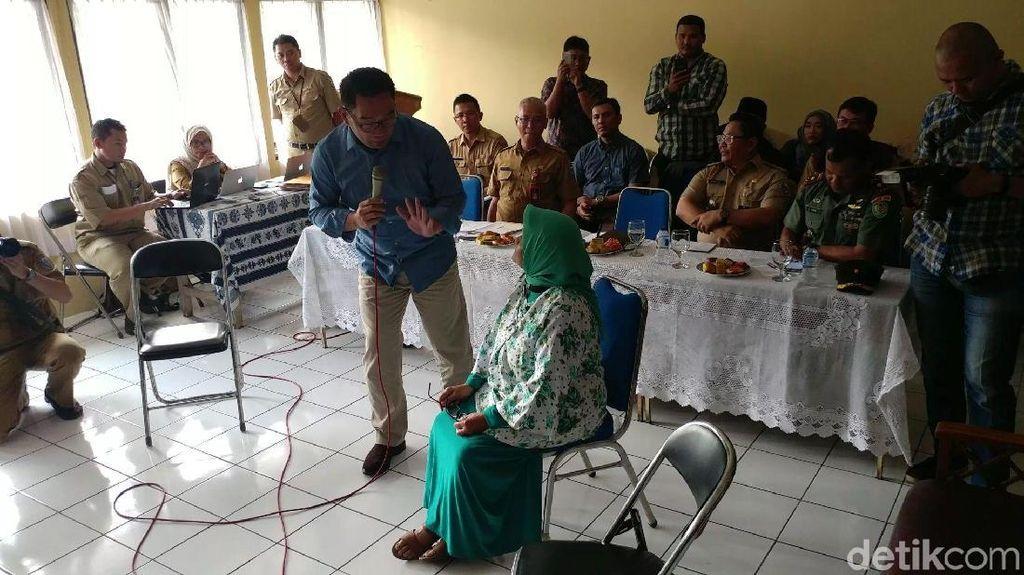 Drama Kursi Saat Ridwan Kamil Ilustrasikan Rumah Deret