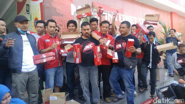 Protes Aturan Menkominfo, Penjual SIM Card Geruduk Operator Seluler