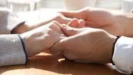 Cinta Itu Diwujudkan Melalui Perjuangan Mencari Donor Ginjal