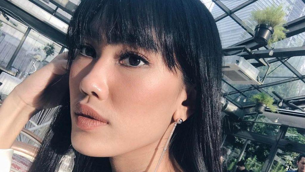 Inspirasi Bergaya Cantik dengan Flower Drop Earrings Ala Artis dan Selebgram