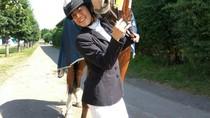 Inspiratif! Wanita Difabel Cantik Ini Sukses Jadi Atlet Berkuda
