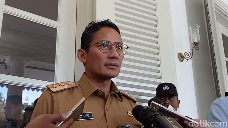 Tanggul Luar Batang Sandi Soroti - Jakarta Wakil Gubernur DKI Jakarta Sandiaga Uno mengaku belum mendapatkan laporan tanggul jebol di Luar Jakarta kata pemeliharaan