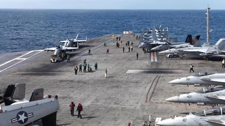 Pesawat Angkatan Laut AS Jatuh di Laut Filipina, 8 Orang Selamat
