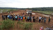 Puluhan Warga Hentikan Pembangunan Tol Ruas Salatiga-Boyolali