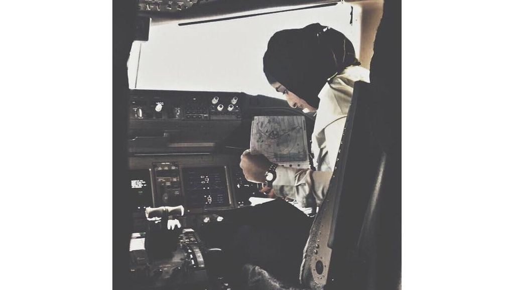 Ini Mozah, Putri Bangsawan Berhijab Pertama yang Jadi Pilot di Dubai
