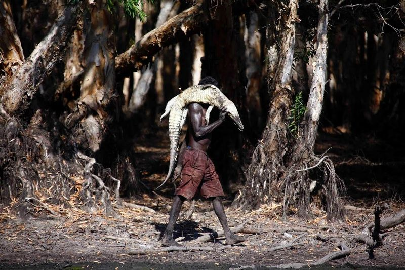 Tidak sembarangan orang bisa masuk dan mengabadikan keseharian suku Aborigin di Daratan Arhem, Australia. (David Gray/Reuters)