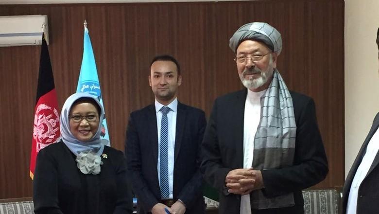 Menlu Retno Bertemu Presiden Afghanistan - Jakarta Menteri Luar Negeri Retno LP Marsudi melakukan pertemuan dengan Presiden Afghanistan Mohammad Ashraf Ghani di Pada kesempatan