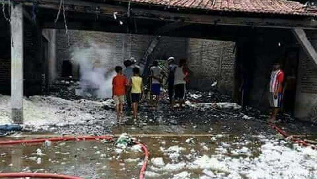 Gudang Kapuk Terbakar di Pati, Lima Orang Luka