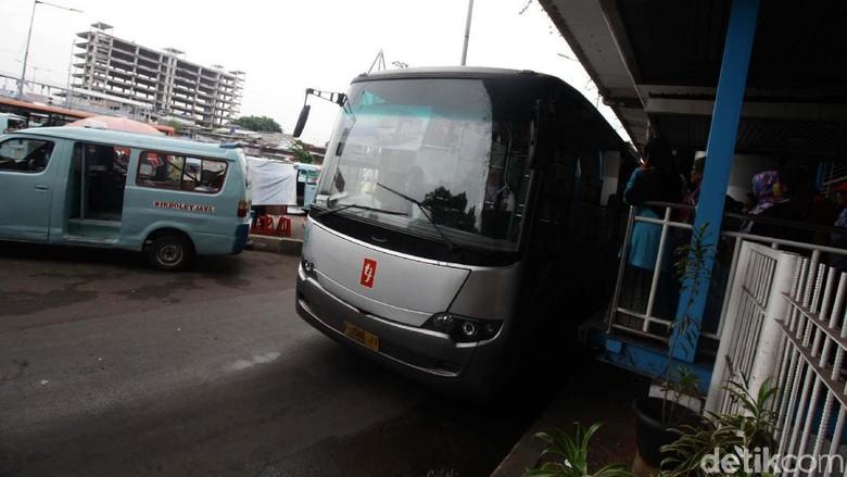 Kadishub DKI akan Undang Bank - Jakarta Kepala Dinas Perhubungan DKI Jakarta Andri Yansyah mengatakan angkutan Koperasi Wahana Kalpika belum memiliki sistem tap seperti