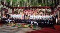 Menteri Jokowi Duduk di Lantai Pelaminan Saat Foto Bareng Kahiyang