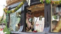 Kereta dan Kuda Ngunduh Mantu Kahiyang Dibawa ke Medan Pakai 9 Truk