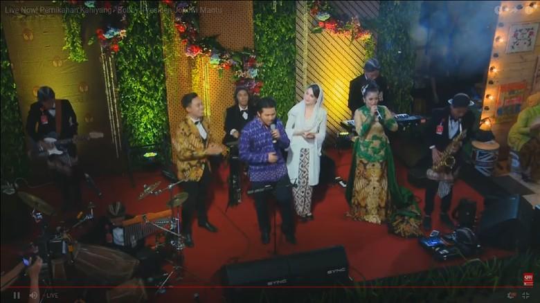 Emil Dardak dan Arumi Bachsin Ikut Nyanyi di Pernikahan Kahiyang