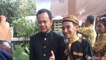 Uniknya Walikota Bogor Pakai Batik Angkot di Pernikahan Kahiyang Ayu
