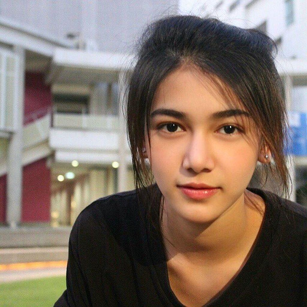 Selain sering menampilkan foto-foto dirinya, tak banyak diketahui soal siapa gadis ini. Foto: Facebook