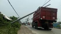 Dump Truk Rusak Trafo PLN, Listrik 5 Desa di Mojokerto Padam