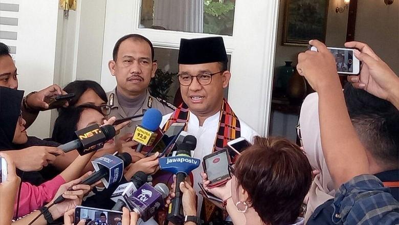 Pantau Banjir di Semua Terkendali - Jakarta Beberapa wilayah di DKI Jakarta tergenang banjir akibat hujan Gubernur DKI Jakarta Anies Baswedan mengatakan terus memantau