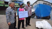 Nelayan Jawa Tengah Terima Bantuan Kapal dari KKP