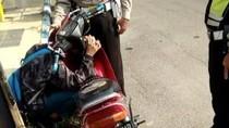 Viral Video Bocah SMP Meraung dan Peluk Motor Saat Ditilang Polisi