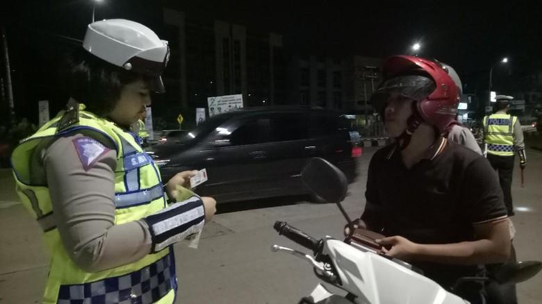 Operasi Zebra Polisi Sasar Kepemilikan - Palembang Direktorat Lalu Lintas Polda Sumsel menggelar operasi zebra Musi Total kendaraan ditilang selama hari menggelar malam kita
