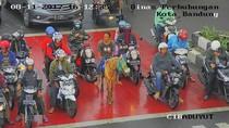 Ikut Tertib, Kuda di Bandung Ini Berhenti di Belakang Garis Setop