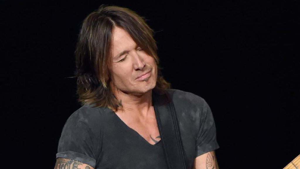 Keith Urban Protes Pelecehan Seksual Harvey Weinstein dengan Female