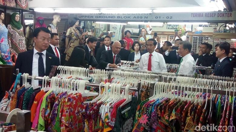 Jokowi Ajak Presiden Korsel Blusukan Lihat Batik di Mal Bogor