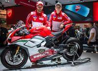 Pebalap MotoGP Andrea Dovizioso & Jorge Lorenzo berpose dengan Panigale V4 Speciale