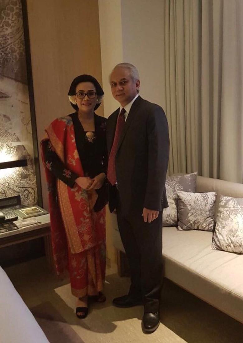 Manglingi! Penampilan Sri Mulyani di Resepsi Putri Jokowi