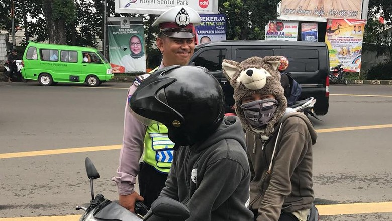 7 Alasan Klasik Pemotor Enggan Pakai Helm