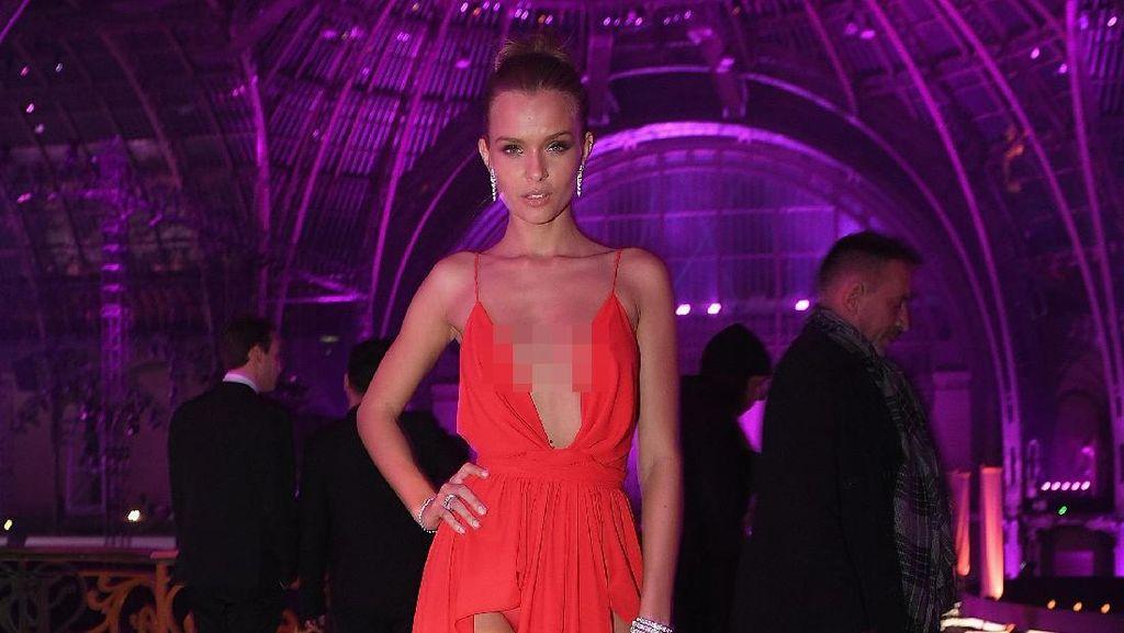 Foto: Tampil Seksi dengan Gaun Belahan Tinggi Ala Model Victorias Secret