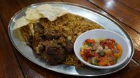 Abu Lahap: Mencicip Nasi Goreng Kebuli dengan Paduan Dabba dan Sambal Matah