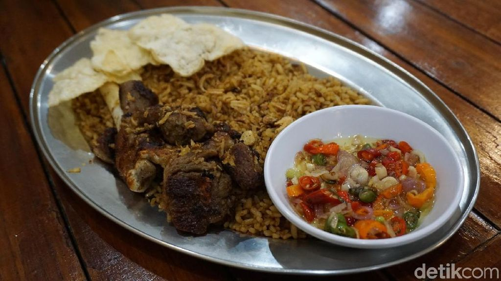 Nikmatnya Nasi Goreng Kebuli dengan Sambal Matah