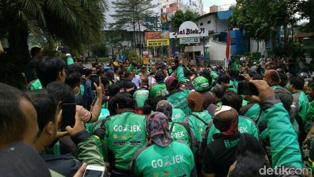 Tuntut Perbaikan Tarif, Driver Demo Kantor Go-Jek