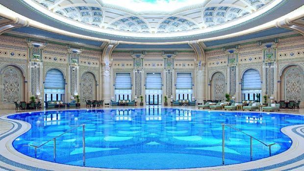 Mau berenang di sini?