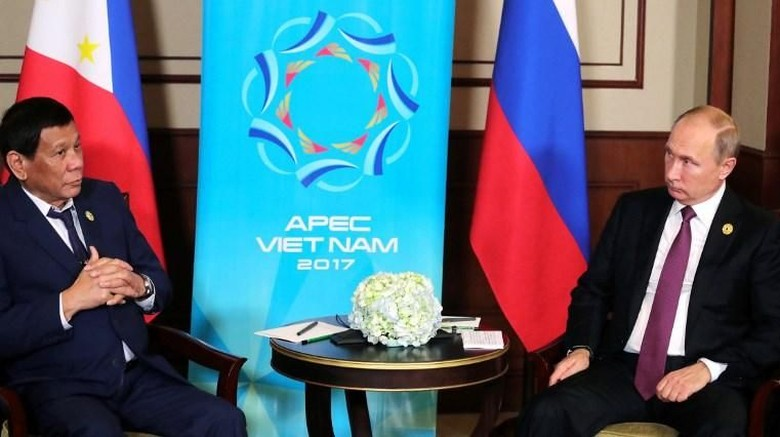 Bertemu Duterte Berterima Kasih untuk - Da Nang Presiden Filipina Rodrigo Duterte bertemu langsung dengan Presiden Rusia Vladimir Putin di Konferensi Tingkat Tinggi APEC